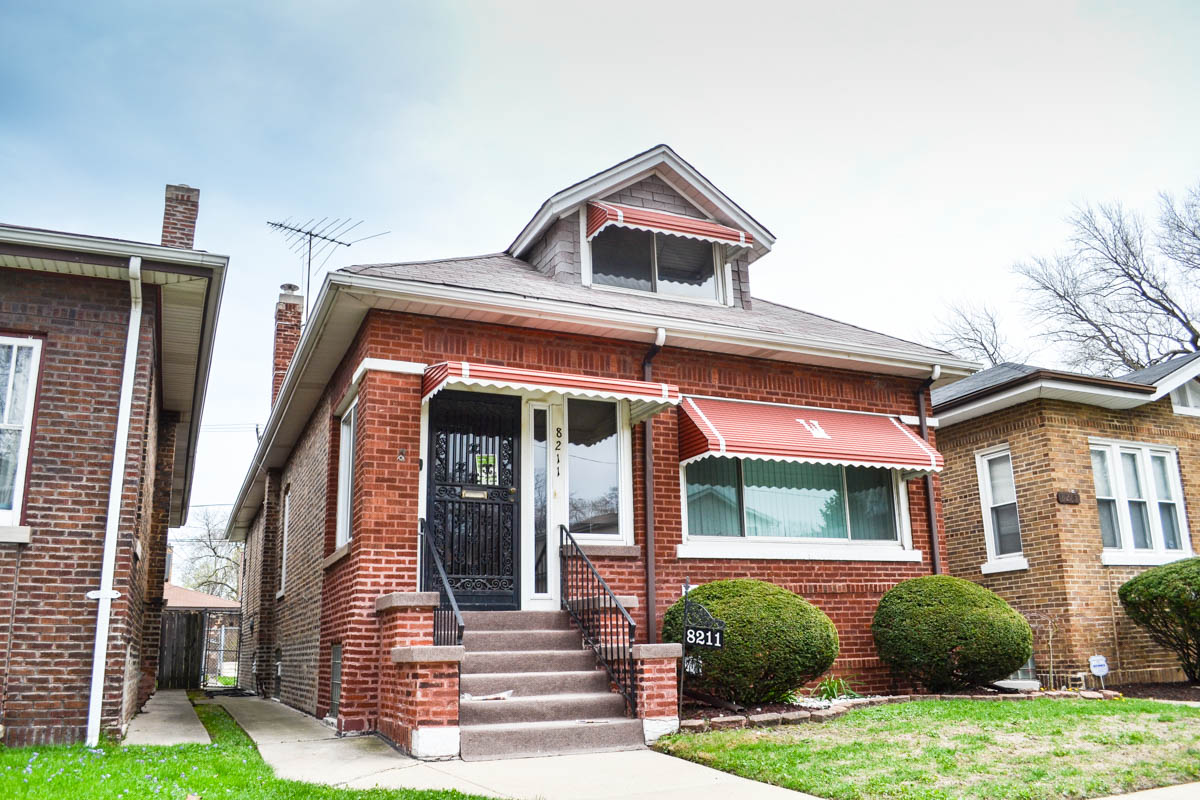 Chicago bungalow remodeling costs sghomebuilders for What is a bungalow